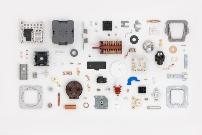 peças de eletrônica e componentes feitos com sistemas elétricos